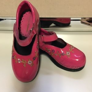 HANNA ANDERSSON patent leather clogs